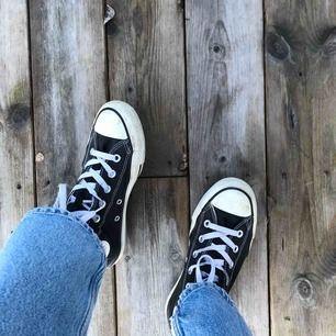Svarta converse!!:) köparen står för frakten