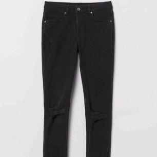 Svarta slitna jeans  129kr inkl frakten