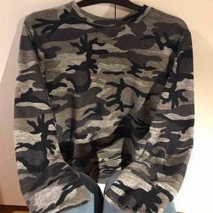 Skön camoflauge tröja   99kr inkl frakten