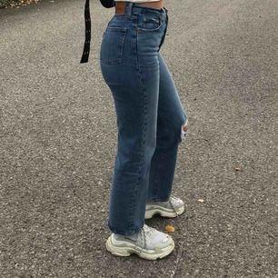 Levi's jeans i modellen ribcage straight ankle💜 som nya! Säljer dom då dom inte kommer till användning längre.