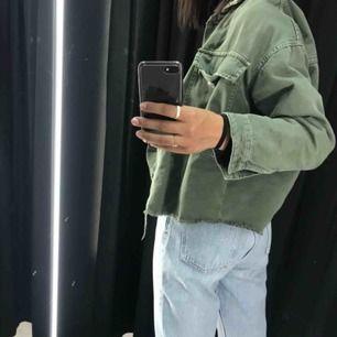 En militärgrön jeansjacka från zara! Den finns ej kvar online och är verkligen supersnygg!