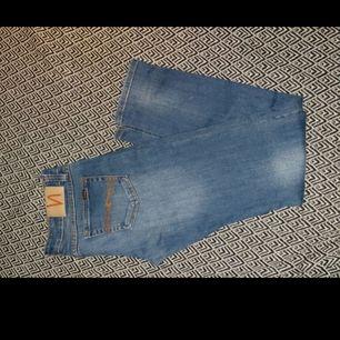 Ett par jeans i märket nudie. Storlek W29 L32. Inte använt så mycket.