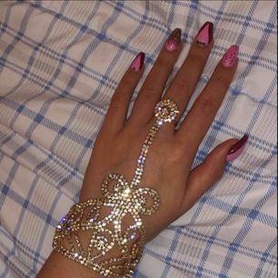 Jätte fint hand smycke! Frakt 11🌸