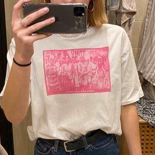 Jättefin t-shirt köpt från junkyard i gott skick! Frakt ingår i priset🥰