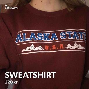 Snygg sweatshirt från asos. Vinröd färg, lite nopprig men inte så mycket. Storlek 38 men väldigt oversized, skulle säga storlek L
