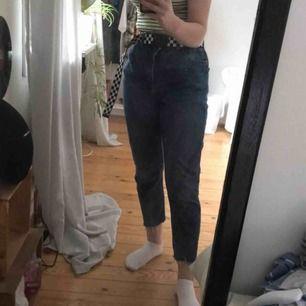 Jätte snygga highwaisted jeans! Aldrig använda, frakt tillkommer men går också att hämta upp!