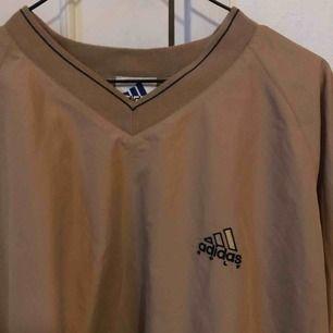😭😭😭😭 Adidas golf 90s tröja!!!! Windbreaker material