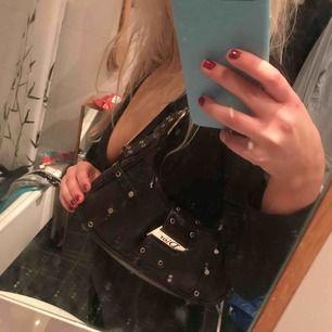 Dior väska, tyvärr nt äkta men väldigt fin!