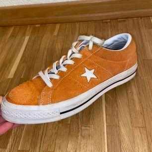Converse One Star, i super bra skick!🧡 Skriv om du vill ha fler bilder