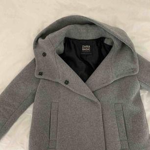 Grå vårjacka köpt på Zara (storlek S) -Möts i Gbg eller så står köparen för frakt 😊