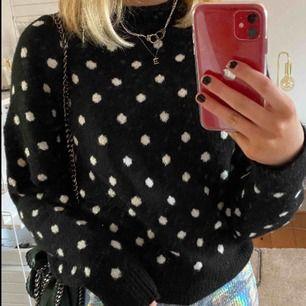 Prickig stickad tröja från hm, storlek S. Jätte skön & mysig👌🏽 aldrig använd, säljer därför! Frakten är inkluderad