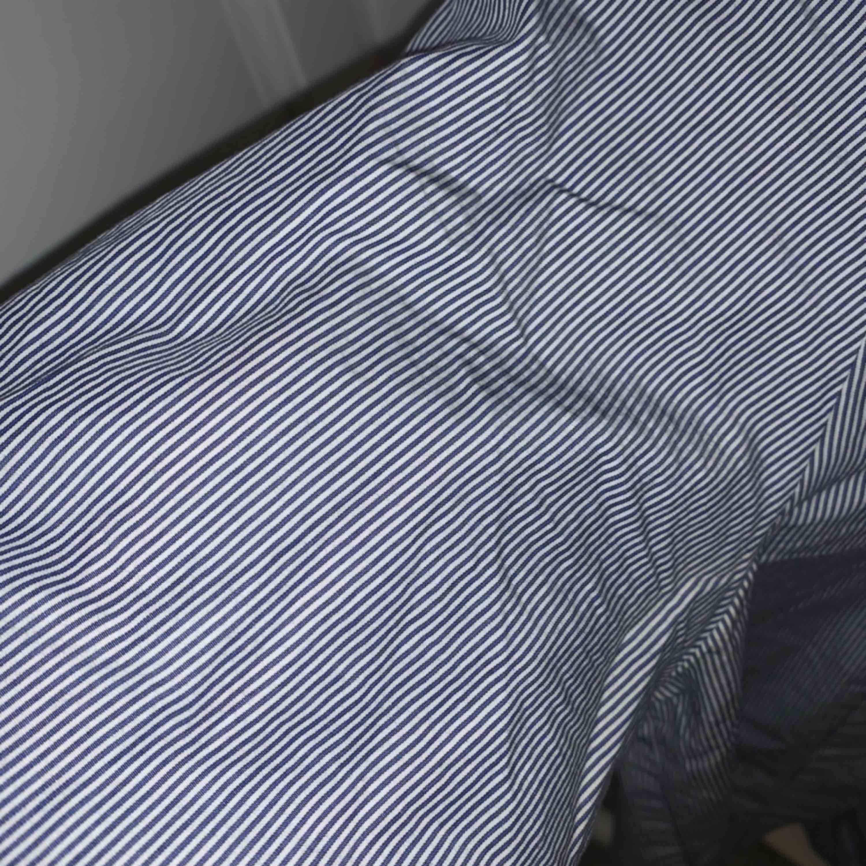 En tröja från Filippa K med ränder. Använd ett fåtal gånger och är i fint skick. 250 + frakt. Toppar.