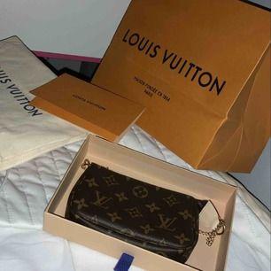 Louis Vuitton mini Pochette Accessoires l helt ny och oanvänd | allt på bilder får du, kvitto finns | priset kan diskuteras ❤️