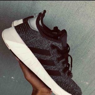 Adidas skor. Möts upp i Stockholm eller fraktar