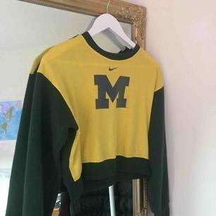 Sweatshirt köpt på beyond retro!