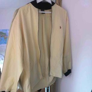 Svinsnygg Ralph Lauren skjorta från beyond retro, jättefin med ett linne under!