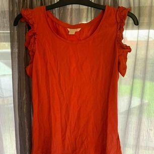 Linne/t-shirt från hm med volang på ärmen