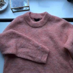 Jättefin stickad tröja som tyvärr inte kommer till så mycket användning längre, köparen står för frakten:)