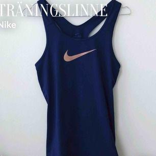 Träningslinne från Nike, i jätte bra skick.  Pris: 50kr + frakt :)  Storlek: S