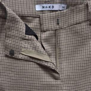 Trendiga kostymbyxor från NAKD som är för långa för mig (som är 1,50). Nästan aldrig använda. Frakt ingår, tar bara swish🤍🖤