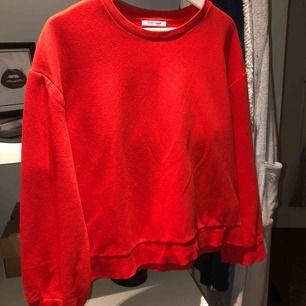 Säljer denna skit snygga röda tröjan från zara. Använd 1 gång så som helt ny! 150kr ink frakt