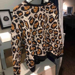 Säljer denna skit snygga leopard tröja. Använd några gånger men det märks inte! 150kr ink frakt