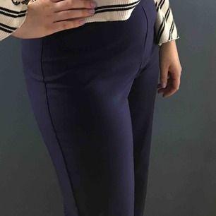 Vida kostym byxor i marin blå storlek M utan fickor