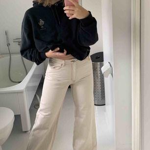 Sååå snygga och helt nya jeans från monki som jag kände var aningen för små för mig:/ frakt kostar 50kr❤️ skynda fynda dessa fina och våriga jeansen. POK  (Skriv för egna bilder)