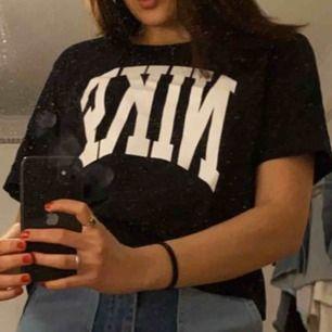Nike T-shirt i strl L, men är mer som en S/M
