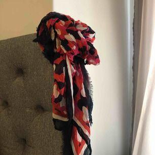 Hilfiger scarf, oanvänd