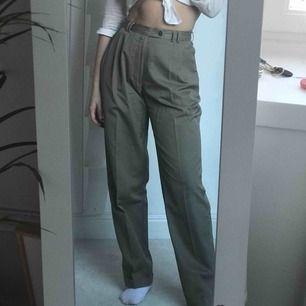 Supersnygga kostymbyxor, toppenskick! Säljer då de inte riktigt är min färg :)