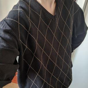 Trendig rutig tröja i bomull från Mc. Gordon! Använt men fint skick. Rätt stor så passar nog bäst på M och uppåt.