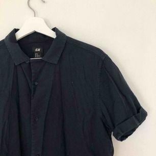 Kortärmad skjorta från hm. Köparen betalar frakt