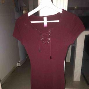Vädligt fin klänning köpt i florida, har tyvärr inte på mig den längre. Skriv vid intresse och för fler bilder. Kan mötas upp i stockholm eller frakta (kunden står för frakt)