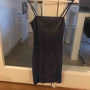 Säljer den här super fina klänningen som jag bara använt 1 gång tyvärr😢 kan mötas upp eller frakta