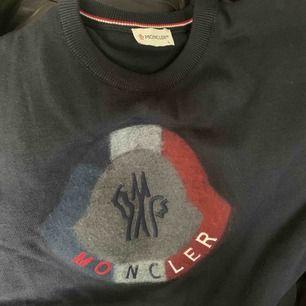 Moncler tröja riktigt fin.