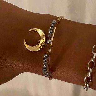 Fint armband (guldfärg)🦋