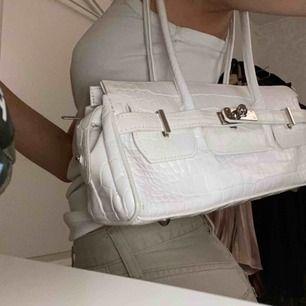 Söt vit shoulder bag