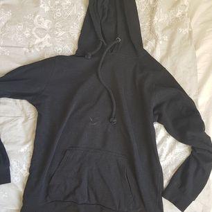 Svart hoodie, använd en del