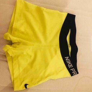 Neon gula tränings shorts