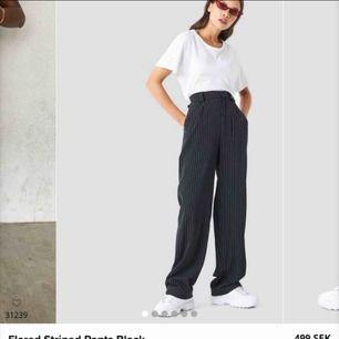 Söker dessa byxor från NAKD i storlek 34 eller 36!! Hmu om du har ett par du vill sälja💞🤙🏻