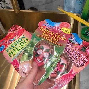 3 Peel-of masker med smak av pink cactus, tropical crush & passion. 50 Kr styck. Köpa för 70 kr styck