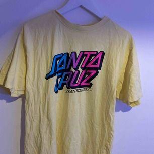 As cool santa cruz T-shirt som ej kommer till användning🥰
