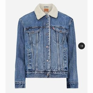 En jeans jacka från levis köpt för drygt 1 år sen. Den är i använt skick men fortfarande jätte fin. Frakt är inkluderat och priset går att diskutera vid snabb affär. Original preis är 1 299kr