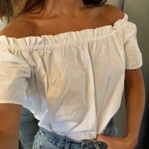 Söt sommarblus med rynk 🌸 styla som du vill nedstoppas i byxan eller  oversized utanför  100% bomull