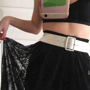 Cool kjol från bikbok som tyvärr är för stor för mig. Frakt ingår. Pris kan diskuteras. Tar bara swish🖤