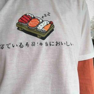 Jättesöt sovande sushi tröja🍣 frakt ingår💘