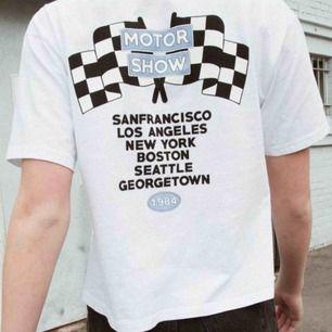 söt t shirt från brandy melville i gott skick! kan hämtas upp i malmö eller skickas mot fraktkostnad på 36kr ✨✨