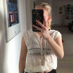 Cool tröja med spets från H&M. Lite strandkänsla😍