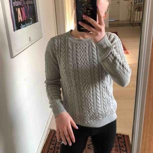 Skitskönt tröja från Lindex i väldigt fint skick!☺️frakt tillkommer. Kolla gärna in mina andra annonser!